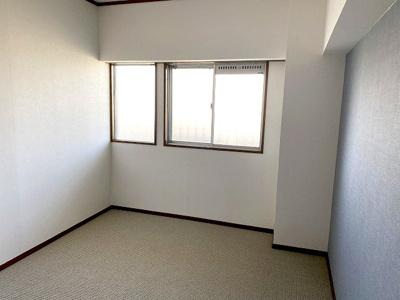 【現地写真】 全居室に収納を完備しておりますので、居室の全空間を有効活用出来ます。自分好みのお部屋で、ゆったりお寛ぎ頂けます♪