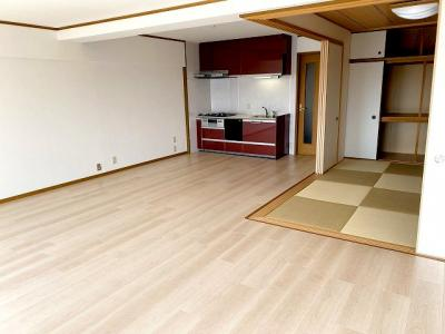 【現地写真】リビング横に和室があり、続き間として開放感あるスペースが確保できます♪
