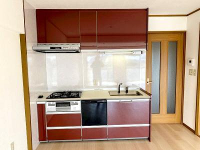 【現地写真】使い勝手の良い設備のキッチンで効率よくお料理ができます。家族の健康はこのキッチンから♪