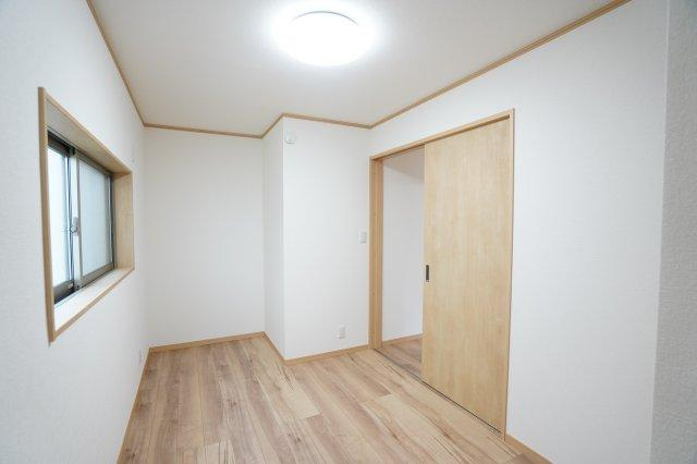 2階4.67帖 シンプルなお部屋なので使い勝手はいいですよ。