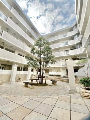 平成17年3月築で住宅性能評価適合マンションです。