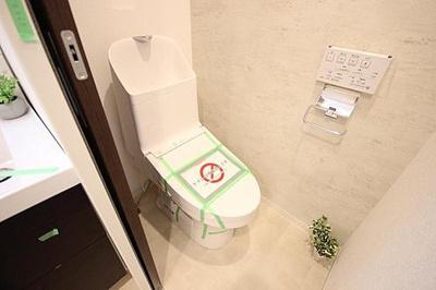 引戸仕様でスマートなトイレです