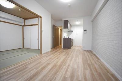 和室の引き戸を開放すればより広い空間が現れます。