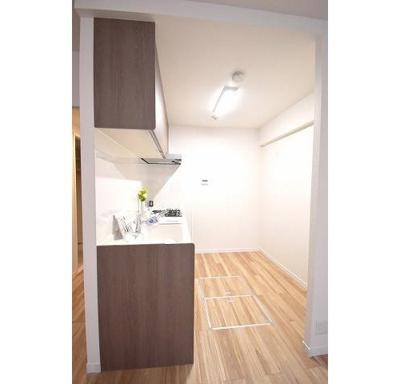 ダブルの床下収納で備蓄品などが収納できます。