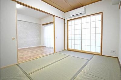 畳の感触を味わいながらお寛ぎ頂ける和室もあります。