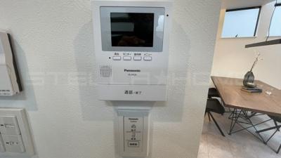 防犯にも役立つ画面付きのインターフォンです。