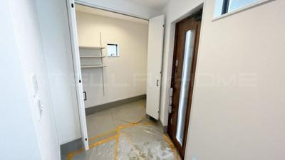 シューズインクローゼットのある玄関です。