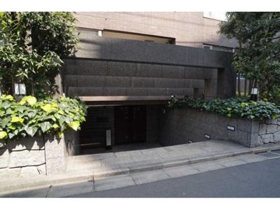 鉄筋コンクリート造の地下1階付6階建てマンションです。