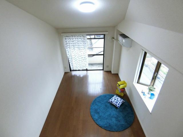 ロフトからの景観です!天井が高く開放感のある洋室7.2帖のお部屋です☆