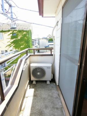 バルコニーは南東向きなので、晴れた日のお洗濯物は朝からよく乾きそう☆気分転換をするにも最適です☆