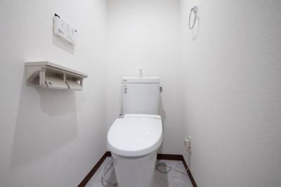 白を基調とした爽やかなトイレは清潔感あふれる空間。
