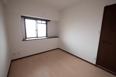 落ち着いた雰囲気の洋室は子供部屋にもぴったりですね。