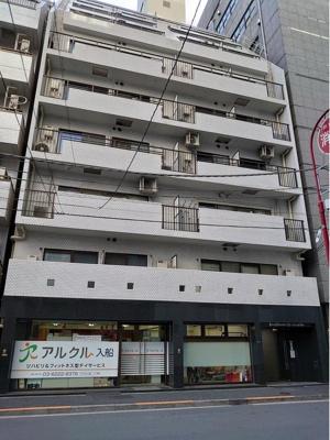 東京メトロ有楽町線「新富町」駅より徒歩約2分にあります。