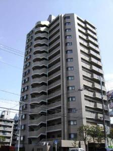長堀鶴見緑地線「今福鶴見」駅から徒歩3分の利便性。関西スーパー、城東郵便局など、生活施設が周辺に充実しています。