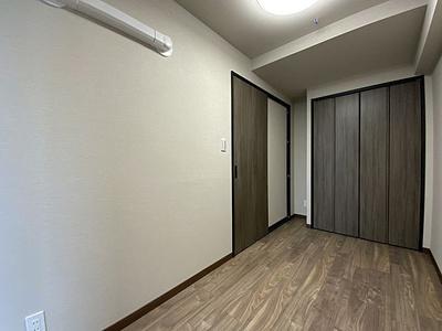 クローゼット付きの洋室でスペースがすっきり片付きます。