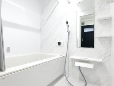 白を基調とした浴室へ新調しました