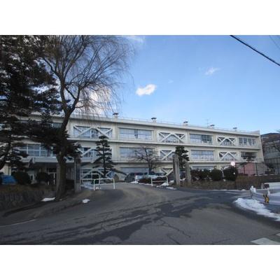 小学校「飯田市立上郷小学校まで978m」