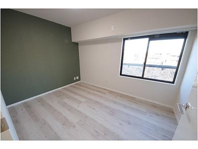 アクセントのあるクロスで、お部屋に彩が生まれます。