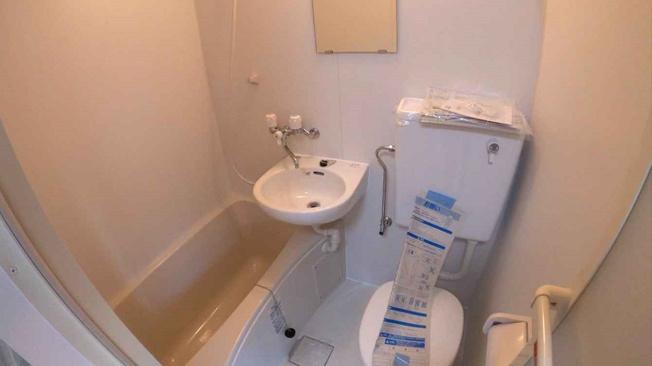 トイレ&バスは1階と2階の2ヶ所に完備!こちらは2階のユニットバスです☆