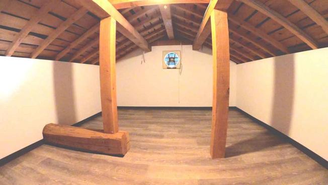 たっぷり収納!季節物収納に便利な屋根裏収納内です♪