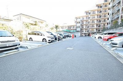 ゆとりの敷地内駐車場。空き状況等はお問い合わせ下さい