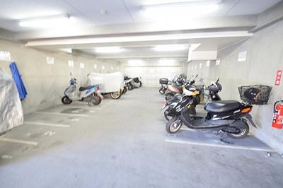 屋内駐輪場もございます。詳細はお問い合わせ下さい