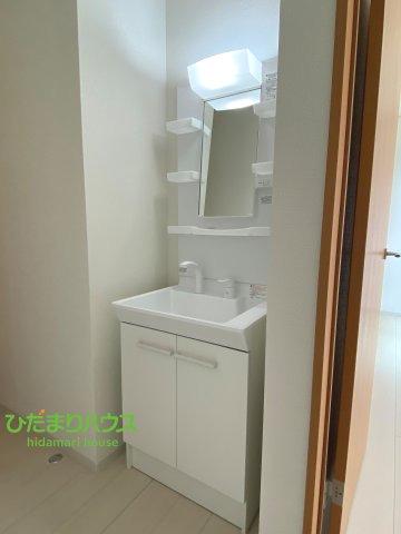 嬉しい独立洗面台2つ付き♪忙しい朝でも洗面台が混雑しません!