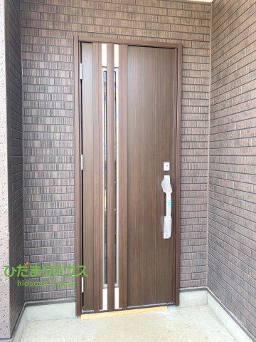 おしゃれなデザインの玄関ドア♪おうちに帰るのが楽しみになりますね!