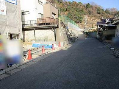 前面道路含む現地写真です 2021年3月上旬完成予定