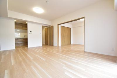 陽光をいっぱいに取り込むリビングルームは一番過ごす事の多い空間です。生活のイメージをしてみて下さい。