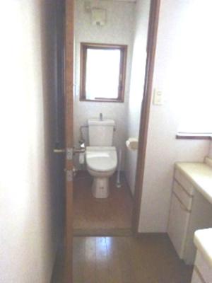 1階のトイレです。 ちょっと 広く取っています。