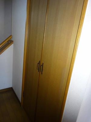 階段下の物入 けっこう広いですよ。