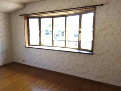 南側 可愛い出窓付きの8.9帖の洋間 子供部屋にしていました。