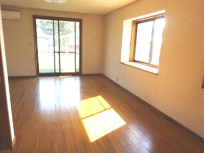 2階西側には主寝室14.7帖 南には バルコニー