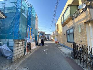 前面道路は4mの公道です。建物は住宅性能表示住宅で地震に強い最上位等級などの評価を得ていますので安心です。