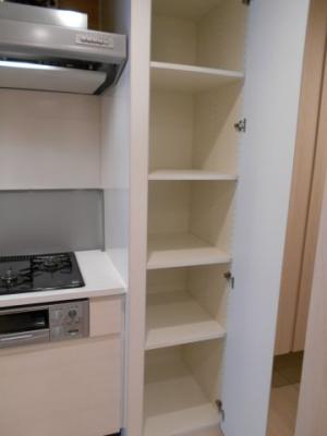 あると便利なキッチン横の収納