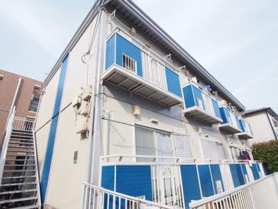 ブルーのアクセントのアパートです。