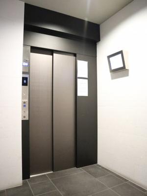 スタイリッシュなエレベーターです!!