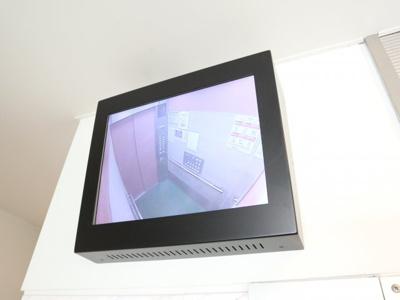 エレベーター内にカメラが設置されています!