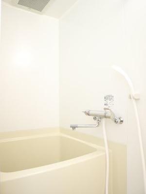1人暮らしには十分な広さのお風呂です!!