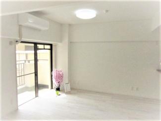■約17帖 明るいお部屋です <Comodo Stanza 内装リノベーション中古マンション> ※2021年4月撮影