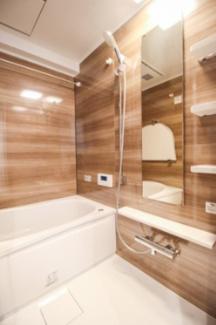 浴室には換気暖房乾燥機能が付いております。雨の日の洗濯物も安心して干せます。