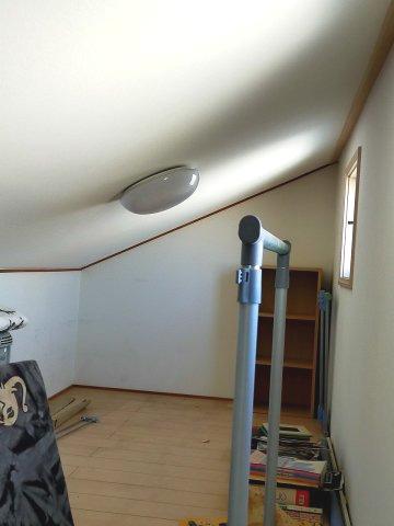 キッズルームとしても使用可能な屋根裏収納。