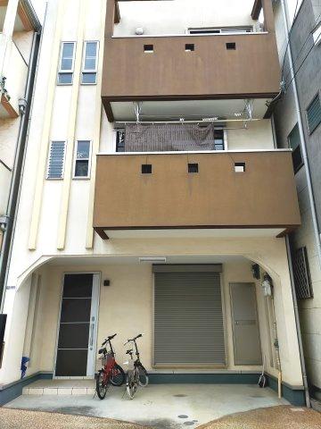 綺麗にお住まいの中古戸建です。お車2台駐車可能♪♪(車種要確認)