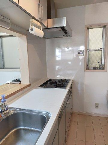 キッチンはシンクの幅や調理スペースもたっぷり。毎日使うキッチンがこれだけ広くてキレイだとお料理がはかどりますね。