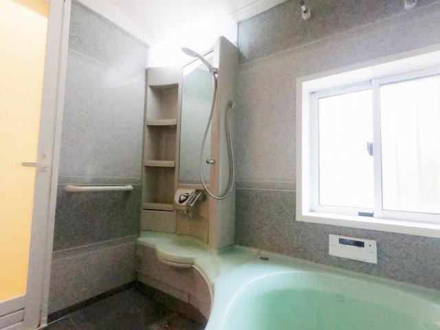 【浴室】唐櫃六甲台