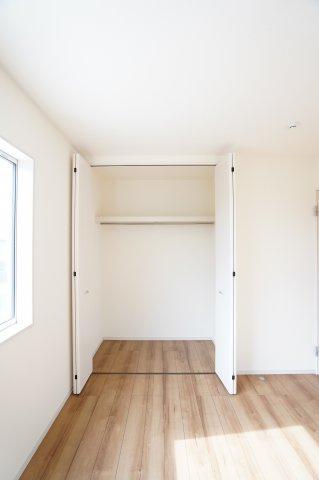 2階6.75帖 収納ケース等を使って上手に収納したいですね。