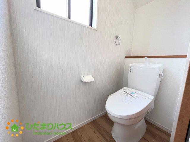 圧迫感の無い広めのトイレです♪1・2階ともにトイレを完備しております。