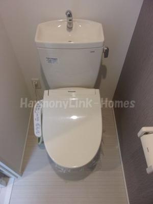ファーストハウス北新宿のゆったりとした空間のトイレです