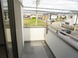 八千代市大和田新田 中古戸建 八千代緑が丘駅 広々したバルコニーなのでゆとりもありたくさんの洗濯物が干せます。